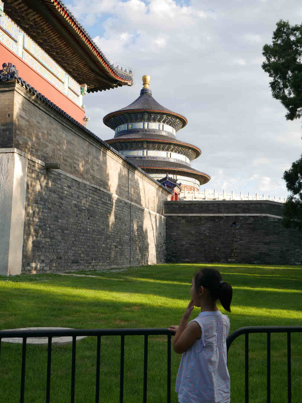 temple-of-heaven-with-child
